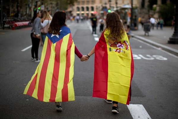the-'balcony-code':-what-do-the-flags-in-catalan-buildings-mean?
