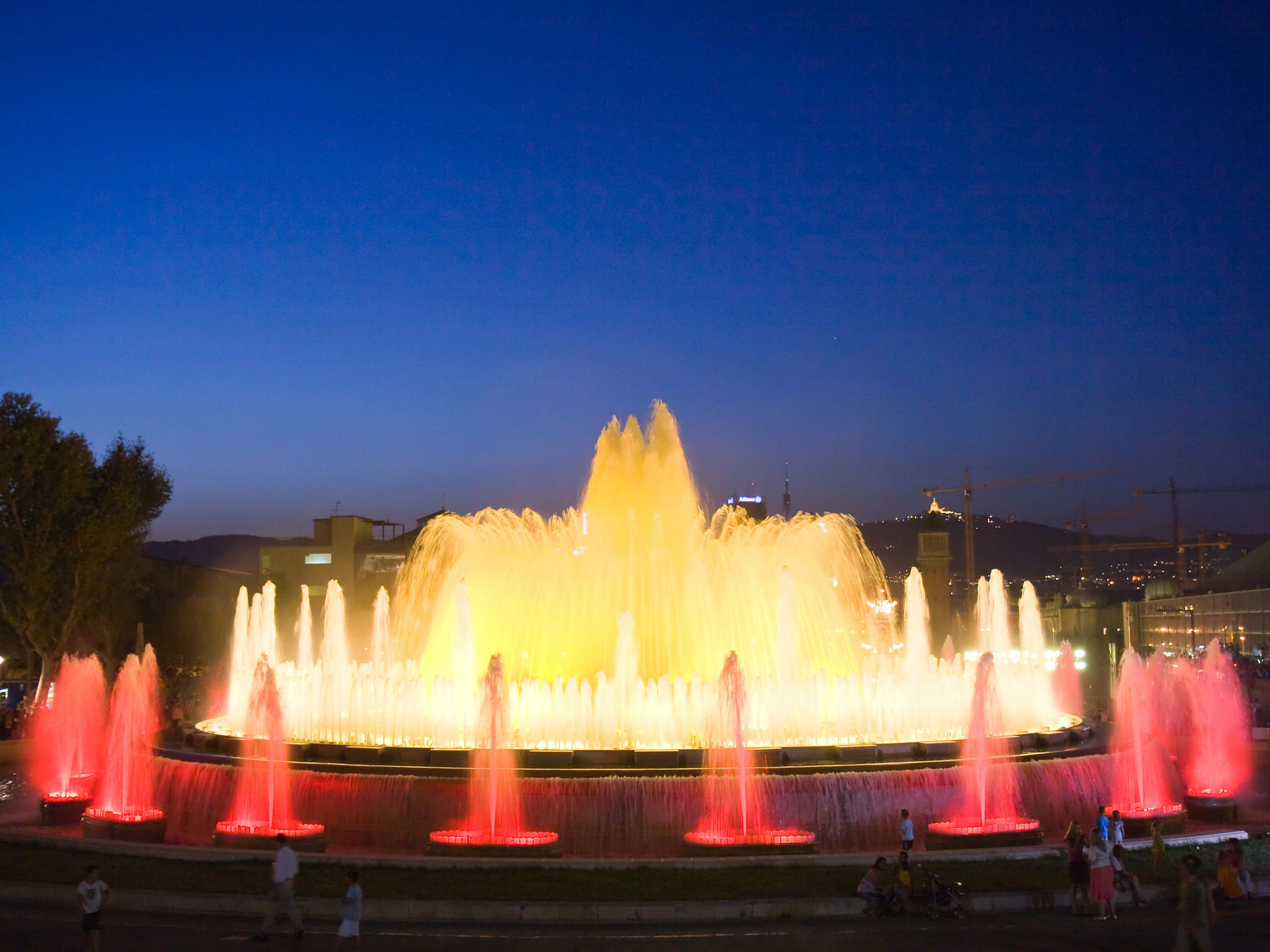 top-7-barcelona-monuments-in-summer-by-night