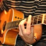 take-acoustic-guitar-lessons-in-barcelona