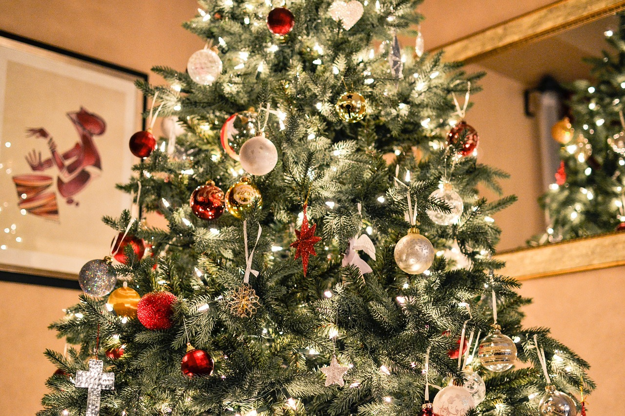 decorating-your-house-for-christmas